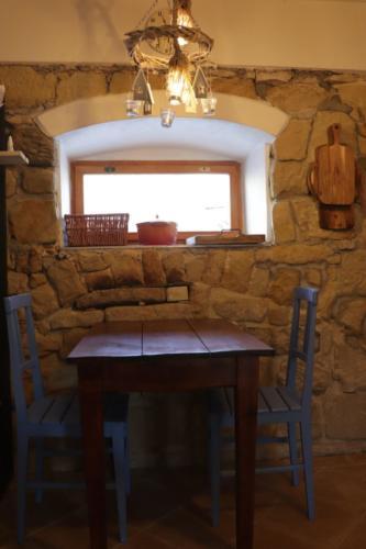 Ubytování V Hradu – stolek